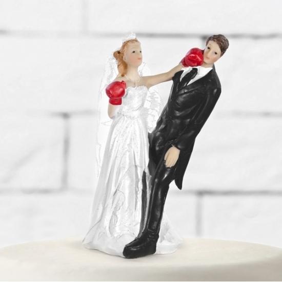 Bruidstaart boksend decoratie bruidspaar