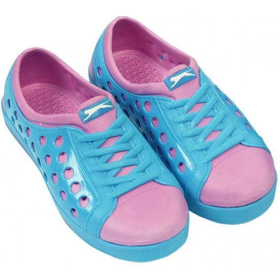 Kinder waterschoen van het merk Slazenger in blauw-roze