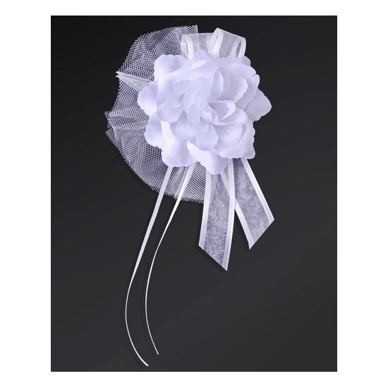 Witte roos met lint voor een antenne